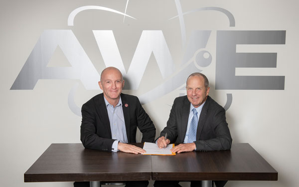 Dave Chambers and Steve Girrens sign agreement