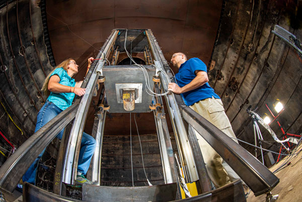 sandia engineers set up test in battery drop tower