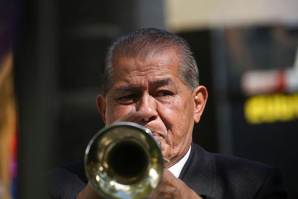 musician plays trumpet