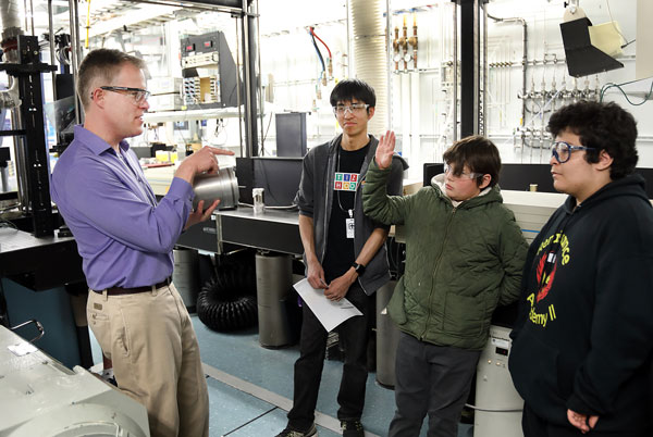 Researcher Mark Musculus talks with students about the Heavy Duty Diesel Engine Lab