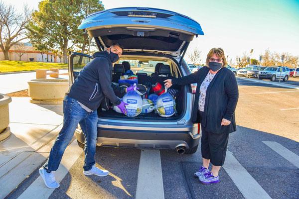 volunteers unload turkeys from car trunk